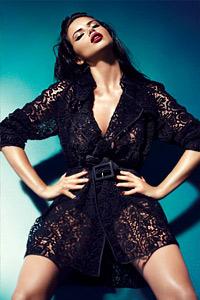 Адриана Лима атрактивна и спираща дъха в есенно-зимната кампания 2011/2012 на Blumarine
