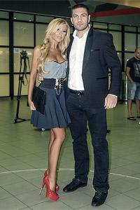 Андреа посрещна Кубрат на летището с целувка
