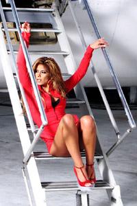 Анелия няма мъж до себе си и е отдадена на кариерата си