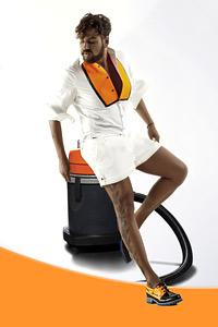 Гаф по време на снимки превърна Азис в рекламно лице на фирма за почистване