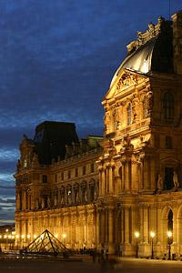 Лувърът в Париж с рекордна посещаемост през 2012