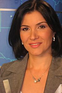 Най-стилната ТВ водеща чете новини с бижута на Фортуна