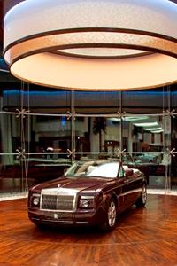 Най-големият шоурум на Rolls-Royce отвори врати в Абу Даби