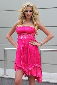 Уникална рокля от чужбина пристига за абитуриентско изложение