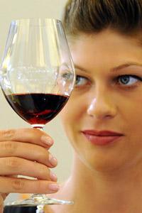 Червеното вино и плодовете лекуват фобии