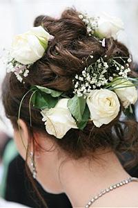 Цветя в косите за есенната сватба