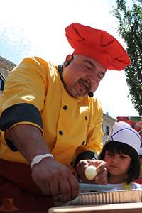 Малчугани сготвиха 500 порции деликатеси под вещото ръководство на Ути Бъчваров