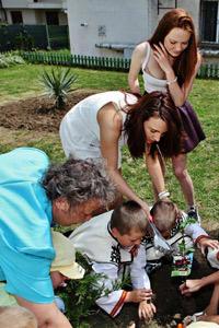 """Български звезди стартираха националната кампания """"Децата мислят зелено"""""""