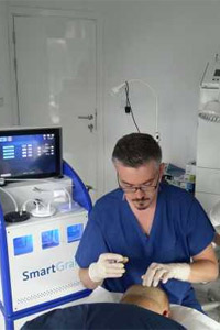 Международен екип присади коса с технологията SmartGraft