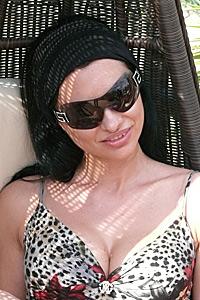 Ралица Тодорова в новото видео на Тони Стораро