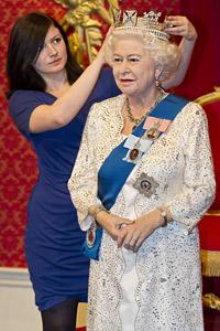 Нова восъчна фигура на Елизабет II